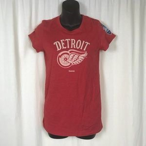 Detroit Redwings WOMENS Medium T-Shirt Red